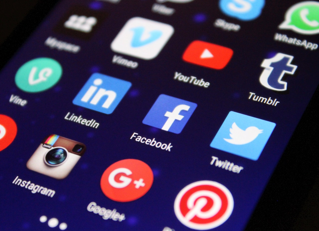how to earn money online on social media